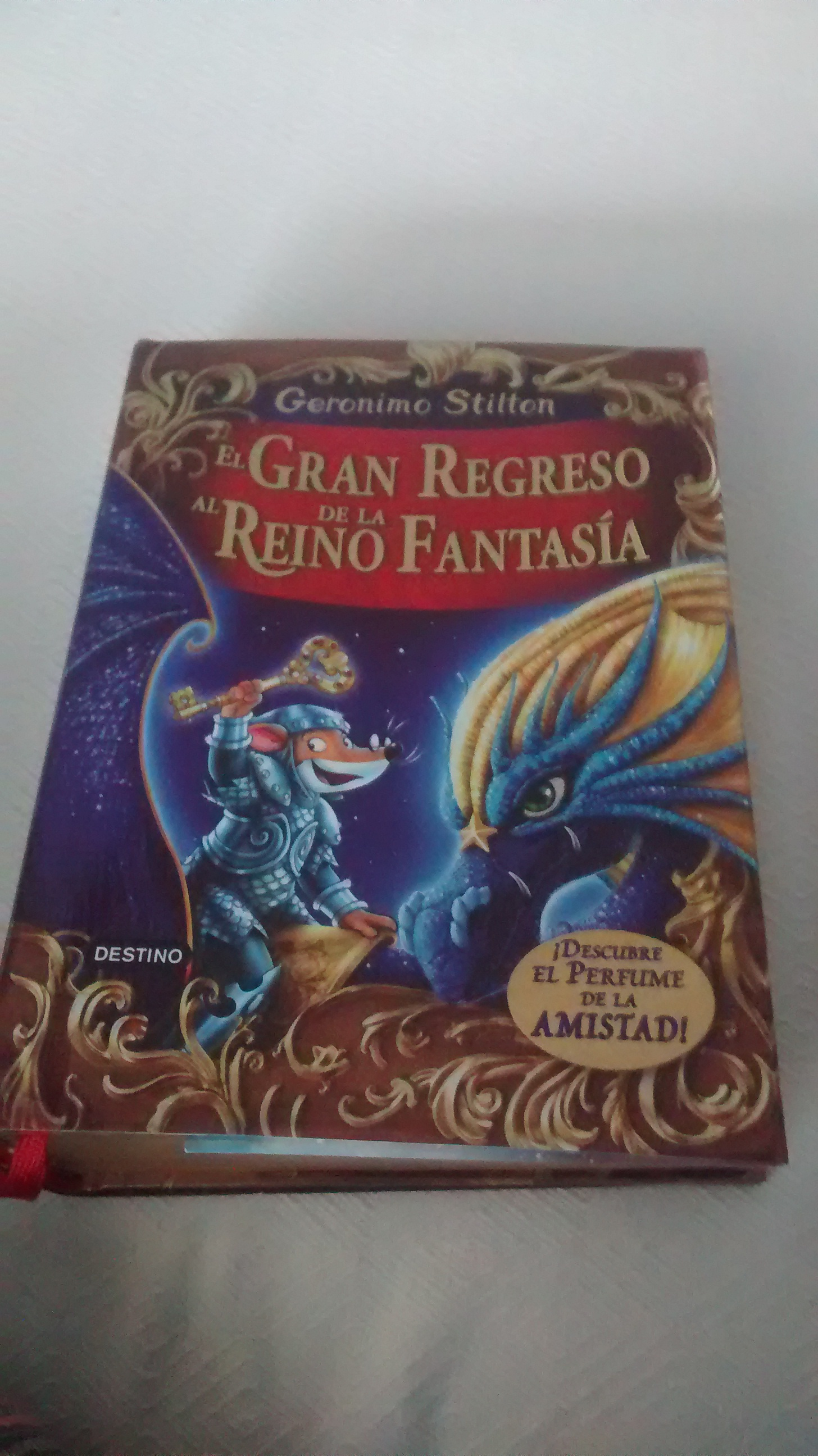 El gran regreso al reino de la fantasía , es el libro más chulo que me he  leído en mi vida , por favor darle a me gusta , que quiero del ...